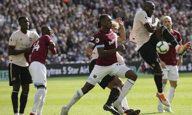 Mourinho gọi Diop là quái vật vì 'bỏ túi' Pogba - Bóng Đá
