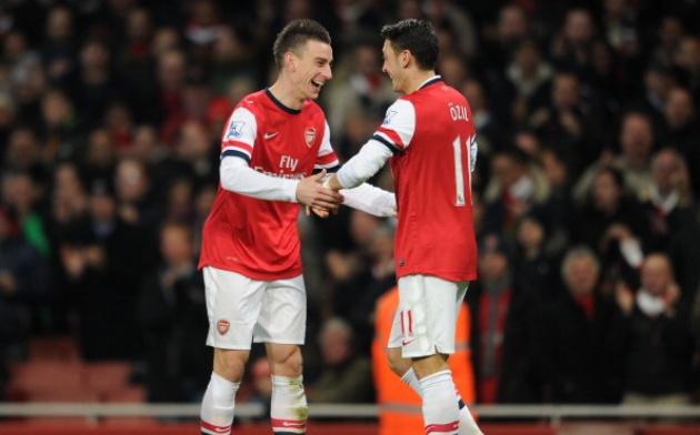 Chỉ có hai cầu thủ Arsenal xuất sắc nhất trong mắt Mertesacker - Bóng Đá