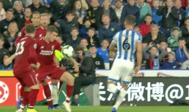 Tranh cãi: Trọng tài cướp mất quả penalty của Huddersfield? - Bóng Đá