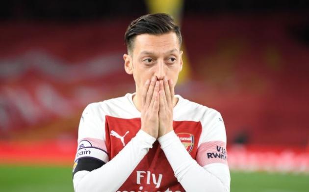 Emery thông báo tin tức 'không vui' về Ozil trước trận gặp Man Utd - Bóng Đá