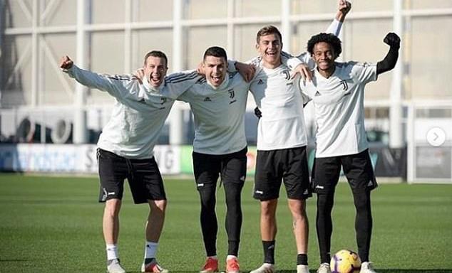 Ronaldo làm gì khi