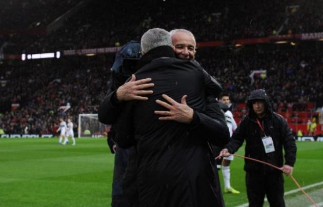 Mourinho và Ranieri phản ứng ra sao sau tấm thẻ đỏ của cầu thủ Fulham? - Bóng Đá