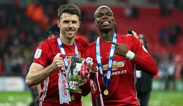 Mike Phelan đã nói gì về Carrick và Pogba tại Man Utd? - Bóng Đá