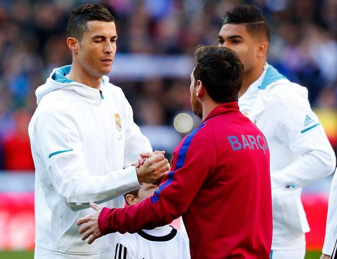 Carragher đưa ra phán quyết gây tranh cãi về Ronaldo và Messi - Bóng Đá