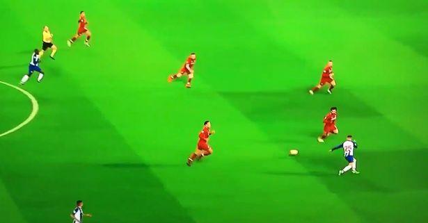 Fan Liverpool ngỡ ngàng với kĩ năng phòng ngự của Salah - Bóng Đá