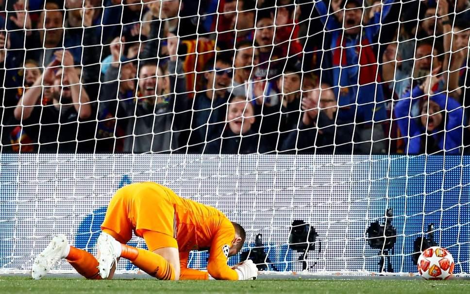 Ferdinand phản ứng ra sao về pha bóng thảm họa của De Gea? - Bóng Đá