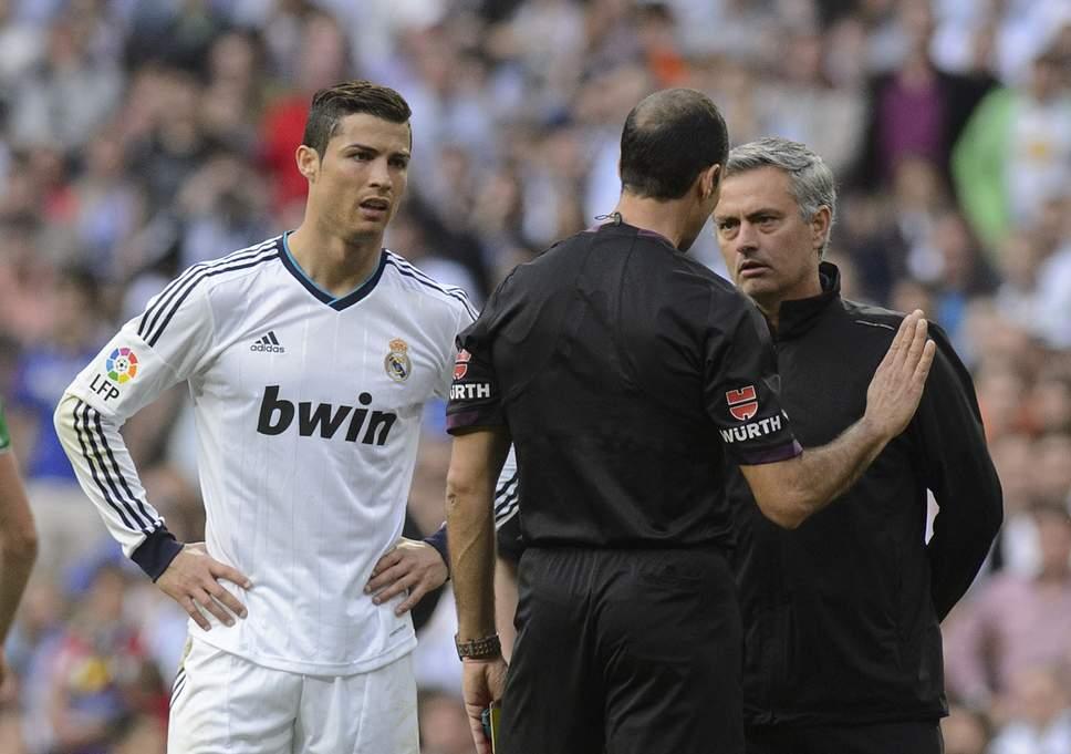 SỐC! Ronaldo bị chửi mắng thậm tệ dù ghi hattrick - Bóng Đá