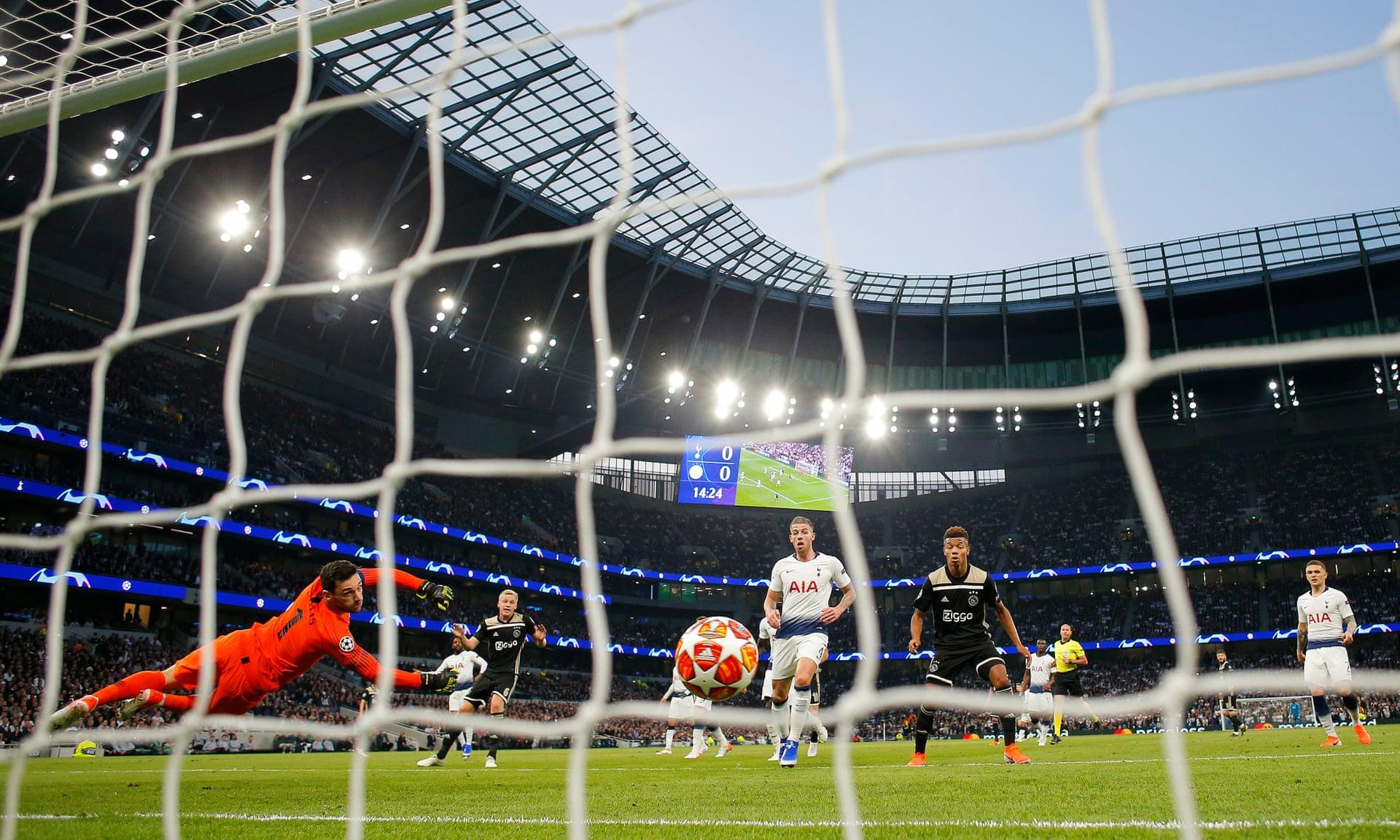 Ajax đã ghi bàn trong chín trận liên tiếp ở Champions League - Bóng Đá
