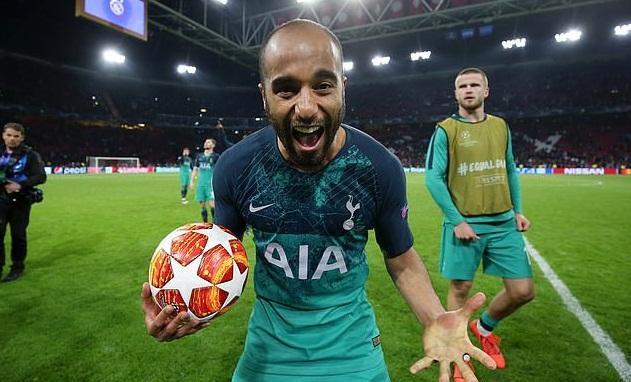 Hattrick của Moura đâu chỉ khiến Ajax đau khổ, Man Utd kém gì? - Bóng Đá