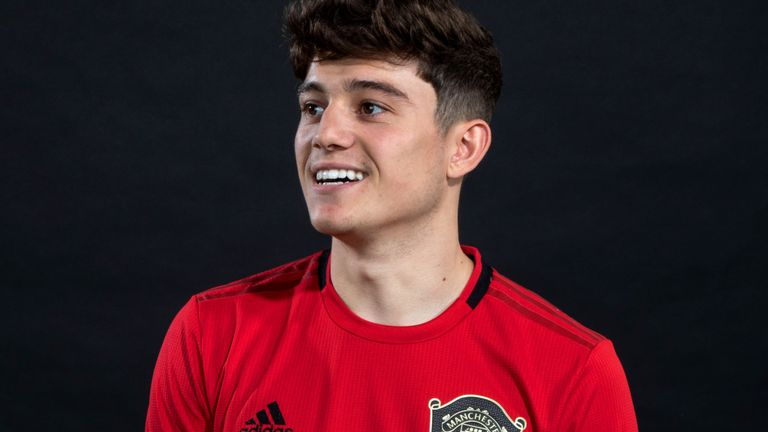 Daniel James' rise from Shrewsbury flop to Manchester United signing - Bóng Đá