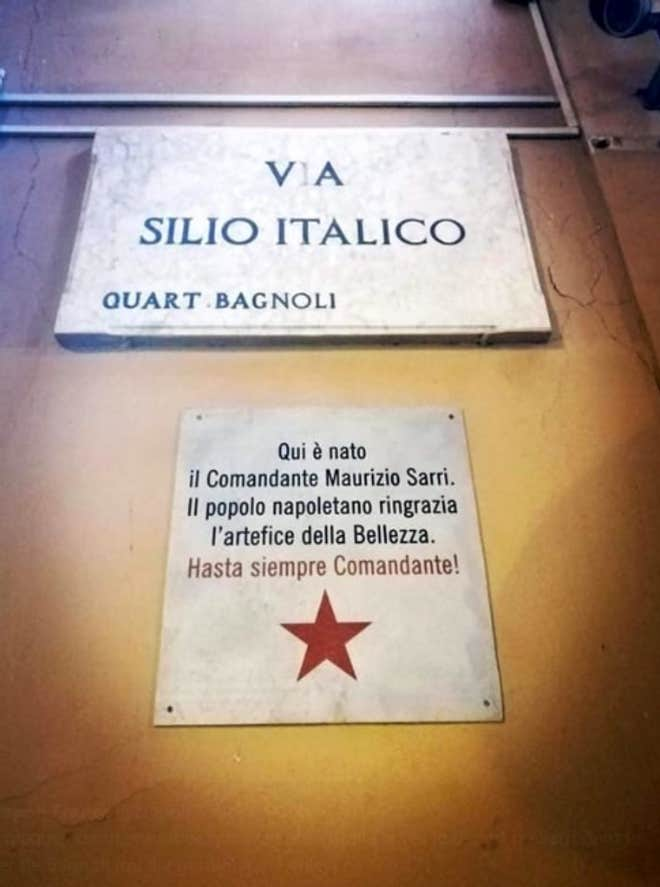 Cổ động viên Napoli gỡ bảng vinh danh Sarri - Bóng Đá