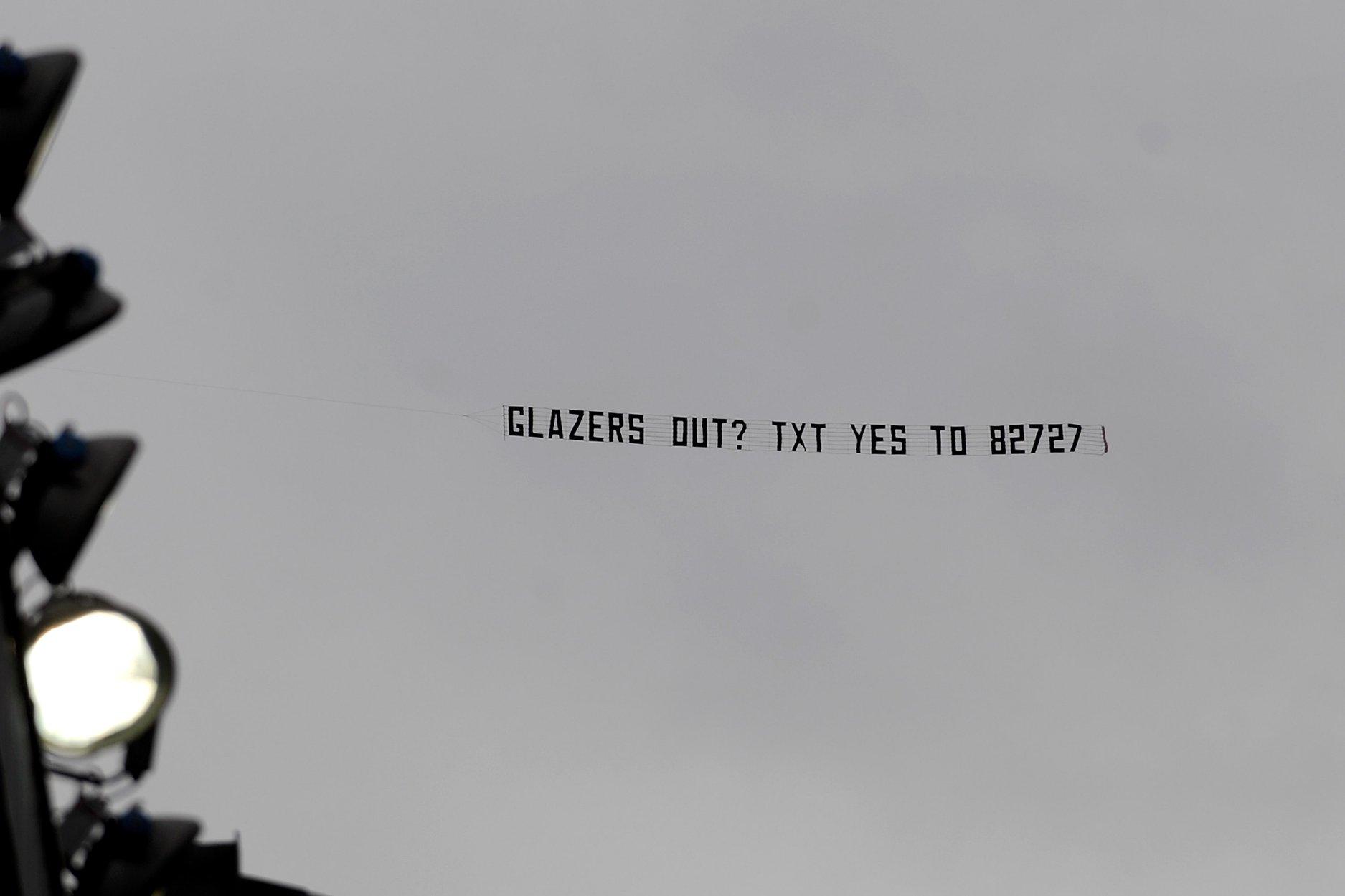 5 biểu ngữ nổi tiếng bằng máy bay: Man Utd