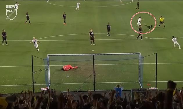 Nhìn kìa! Siêu kinh điển Man Utd - Arsenal đang diễn ra ở MLS - Bóng Đá
