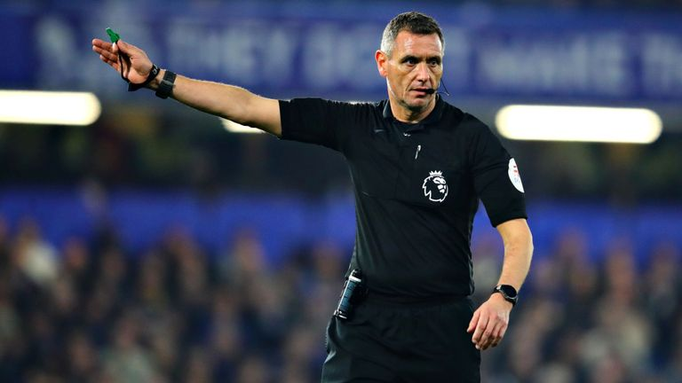 Referee Andre Marriner appointed Premier League's first VAR ahead of Liverpool vs Norwich - Bóng Đá