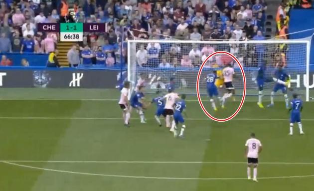 'Hàng tiền vệ của Chelsea đã sụp đổ' - Bóng Đá
