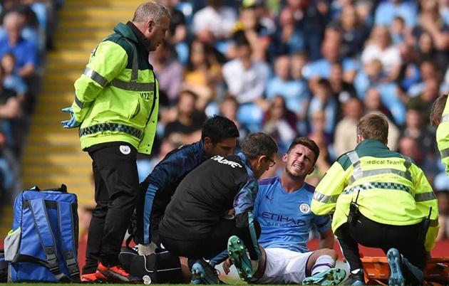 Laporte chấn thương ảnh hưởng thế nào tới cuộc đua giữa Man City và Liverpool? - Bóng Đá