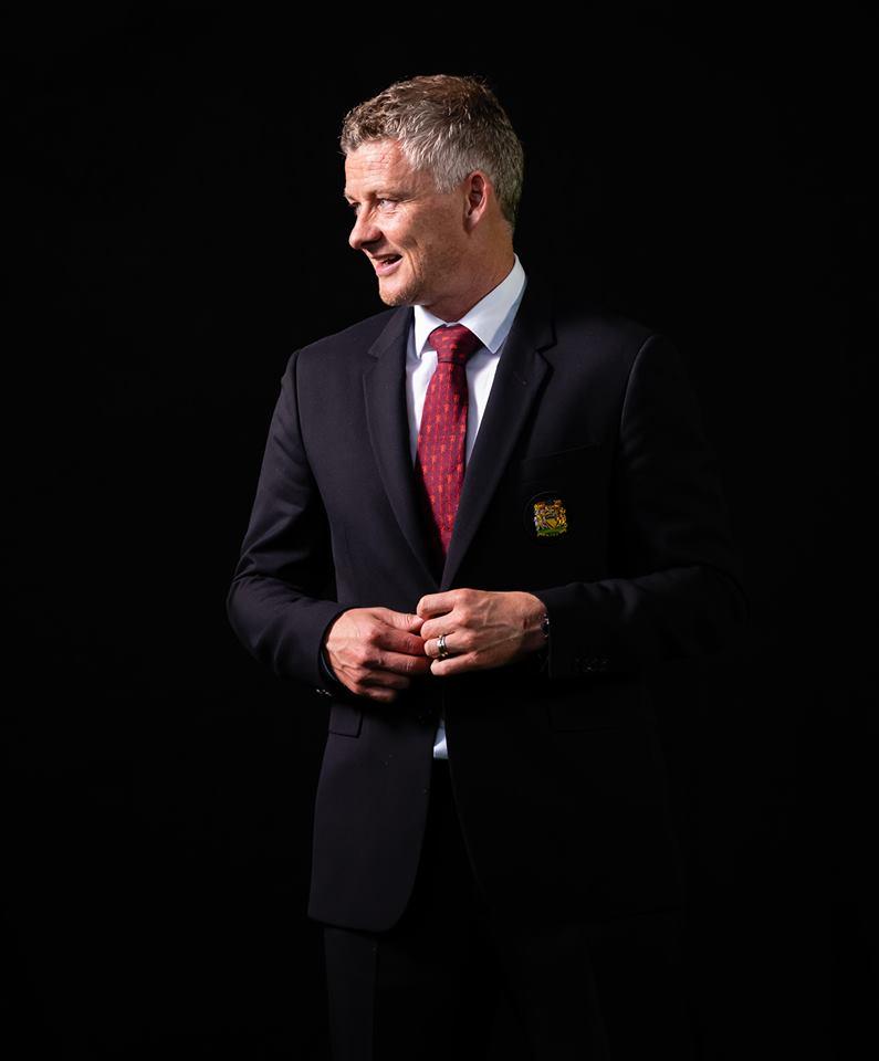Trang chủ Man Utd đăng tải hình ảnh của Jose Mourinho - Bóng Đá