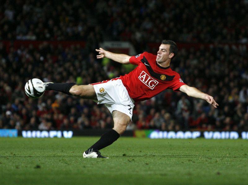 5 cầu thủ lạ lùng trong lịch sử Premier League: Bendtner vẫn phải chào thua