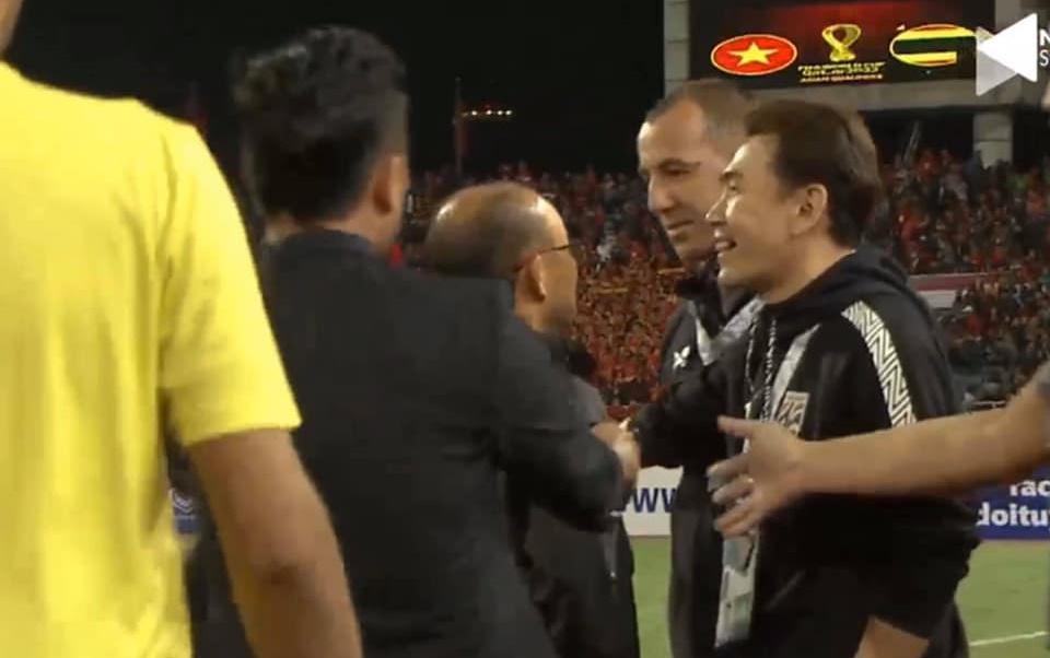 HLV Park suýt va chạm với 1 người trong đội tuyển Thái Lan (Sasa Todic) - Bóng Đá