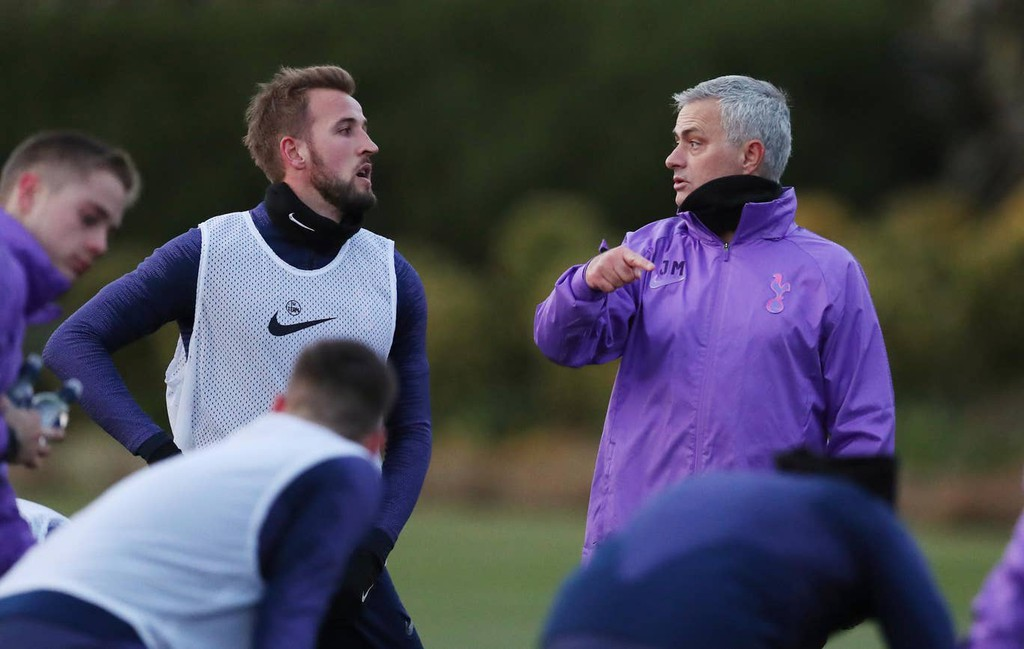 José Mourinho has told Tottenham chairman Daniel Levy that Harry Kane cannot be sold at any cost. (Source: Daily Mail) - Bóng Đá