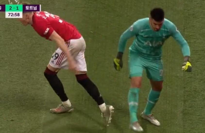 SỐC! Bị làm ngơ, sao Tottenham cố tình làm McTominay chấn thương - Bóng Đá