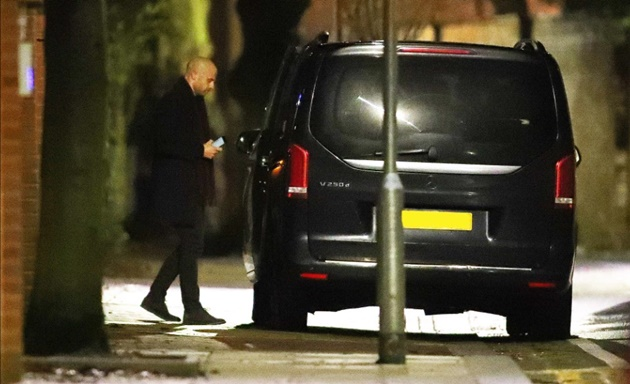 Arsenal chiefs leave Arteta's house at 1am after two-hour talks with Vinai Venkatesham and Huss Fahmy over manager's job - Bóng Đá