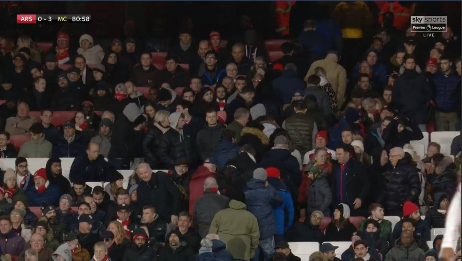 Hình ảnh gây đau đớn với NHM Arsenal - Bóng Đá