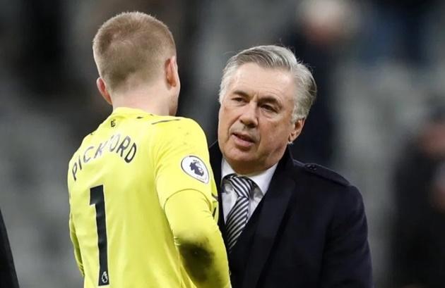 Chỉ 1 động thái, Ancelotti giúp Man Utd