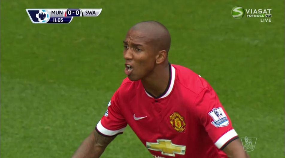 10 khoảnh khắc đáng nhớ của Young tại MU: Bay giữa ngân hà; hủy diệt Arsenal - Bóng Đá
