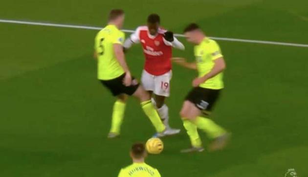 Arsenal đã mất oan quả penalty trước Sheffield? - Bóng Đá