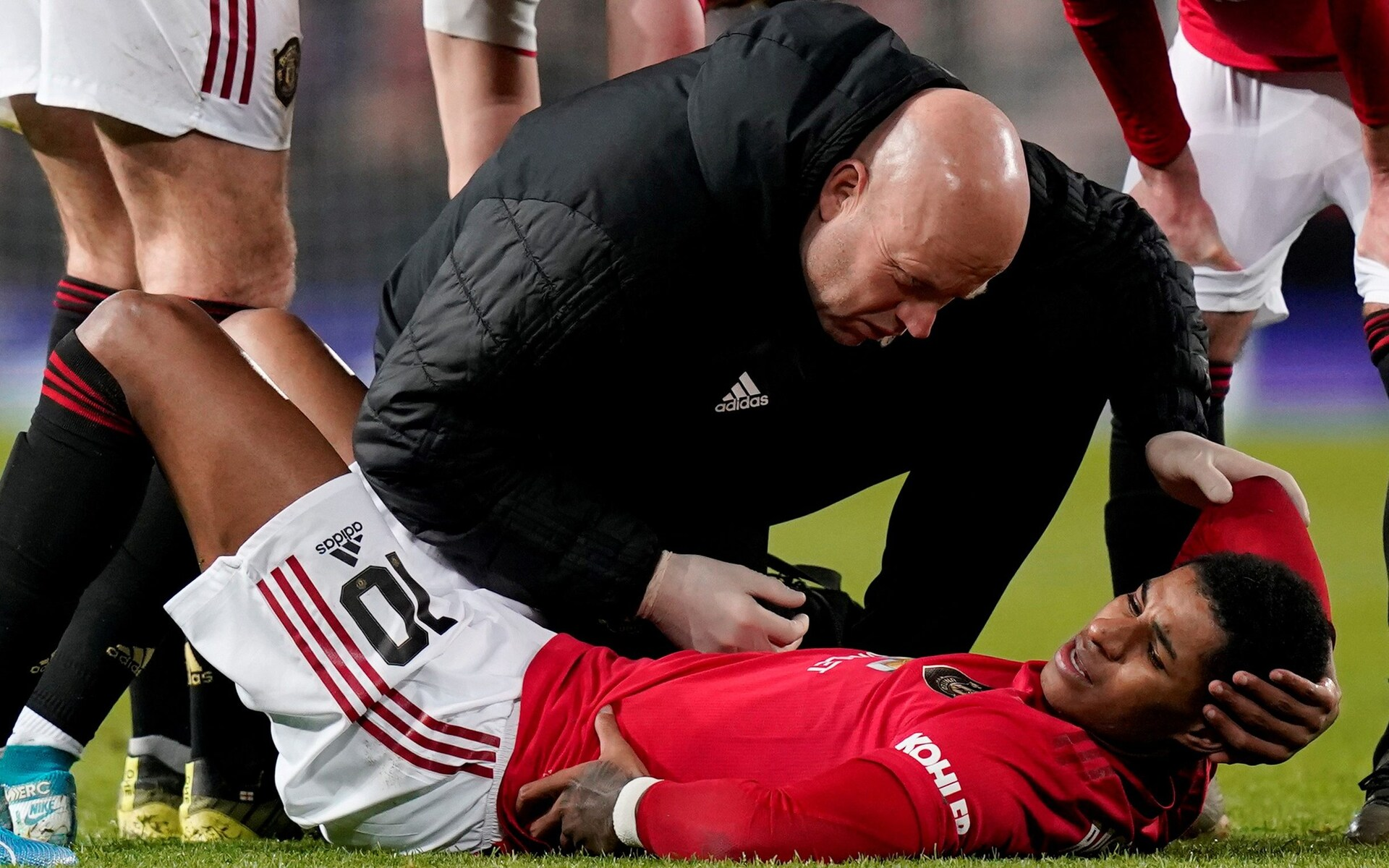 Manchester United accused of failing to protect Marcus Rashford following back injury that could end his season - Bóng Đá