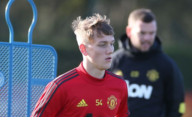 Ole Gunnar Solskjaer introduces new faces to Man Utd training session ahead of Man City - Bóng Đá