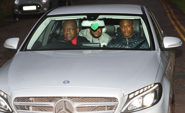 Odion Ighalo at Carrington to train with Man Utd for first time after coronavirus ban - Bóng Đá