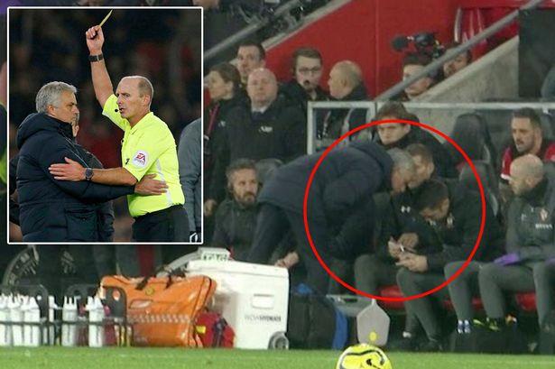 10 tình huống ngớ ngẩn nhất Premier League 2019/20: Người MU 'tấu hài' tại Anfield - Bóng Đá