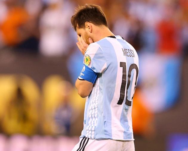Messi, Ronaldo và những huyền thoại dang dở giấc mơ vàng - Bóng Đá