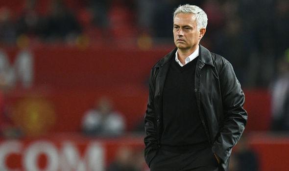 'Mourinho sẽ ra đi trong sự cơ đơn' - Bóng Đá