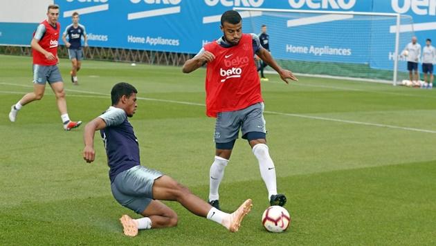 Không Messi, đây là cách các sao Barca tập luyện - Bóng Đá