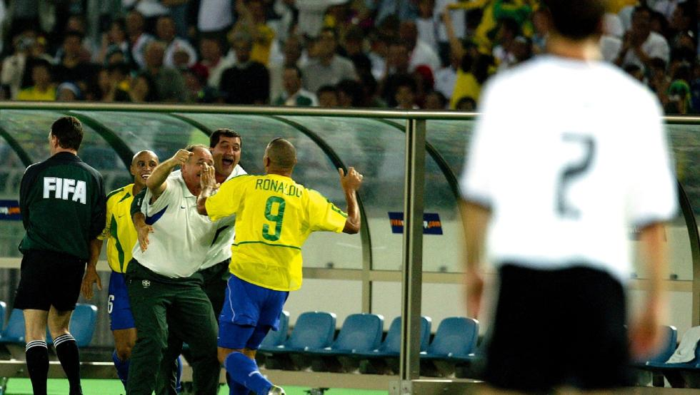Legends and great strangers: Scolari chooses the best 11 of players he has directed - Bóng Đá