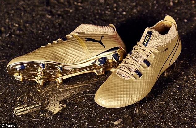 Aguero nhận giày dát vàng nhân ngày lập kỷ lục mới - Bóng Đá