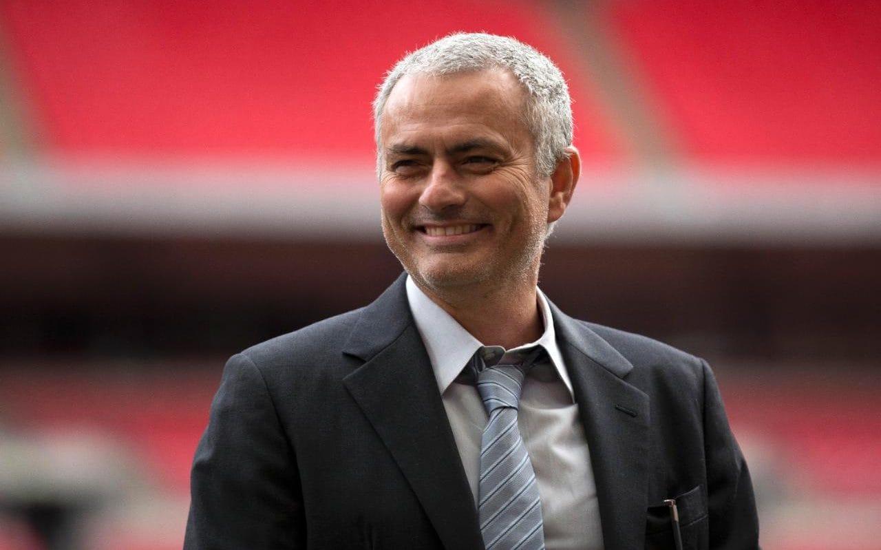 Mourinho bới móc đồng nghiệp: Xin lỗi, tôi chỉ là 'tờ giấy nhám' - Bóng Đá