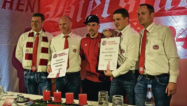 Ribery được fan vây kín ngày trở lại - Bóng Đá