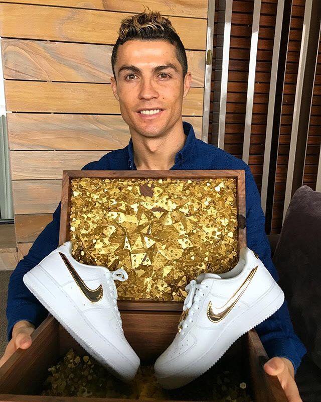 Sau scandal ngoại tình, Ronaldo mừng sinh nhật cô đơn? - Bóng Đá