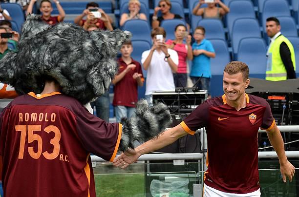 Top 5 chú chó linh vật đáng yêu nhất trong thế bóng đá  - Bóng Đá