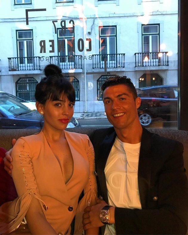 Sắp quyết chiến với Bayern, Ronaldo đưa bạn gái hưởng trăng mật sớm? - Bóng Đá