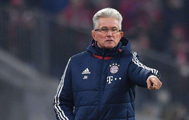 Những 'ông trùm' kính cận chiếm trọn trái tim tại Champions League - Bóng Đá