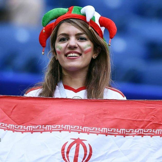 Phát cuồng với vẻ đẹp nóng bỏng của hội chị em mê Iran - Bóng Đá