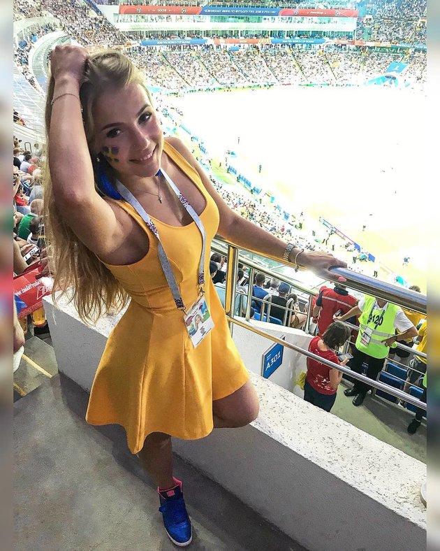 Mất hồn với dàn fan nữ hở bạo của Thụy Điển - Anh - Bóng Đá