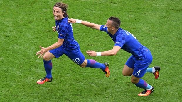 Luka Modric: Chàng trai bị cả thế giới... ăn hiếp - Bóng Đá
