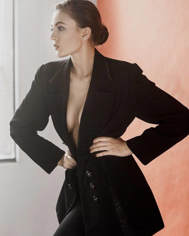 Valeria Fainescu - Nữ thần gợi tình mê đắm Sterling - Bóng Đá