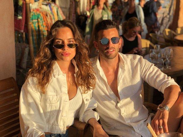 Bỏng mắt với loạt 'ảnh nóng' của sao Milan và bạn gái giữa bãi biển - Bóng Đá